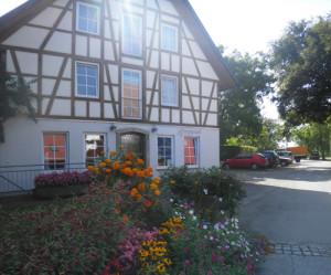 Haus auf dem Hof des Mostbauern