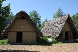 Hüttennachbildungen im Ferderseemuseum Bad Buchau.JPG