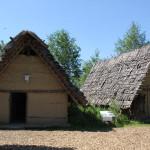 Hüttennachbildungen-im-Ferderseemuseum-Bad-Buchau.JPG