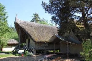 Steinzeitliche Hütten im Ferderseemuseum Bad Buchau