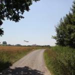Wanderweg vorbei am Flugplatz Reute