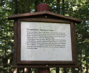 Infoschild-auf-dem-Waldlehrpfad-Tannenbühl