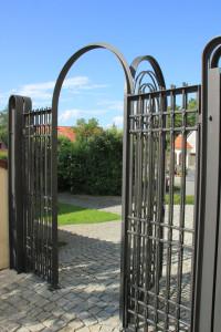 Tor zum Friedhof hinter Wallfahrtskirche Steinhausen