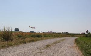 Landanflug-über-Wanderweg-Flugplatz-Reute-Bad-Waldsee
