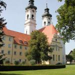 Kloster-Zwiefalten-und-Krankenhausgebäude
