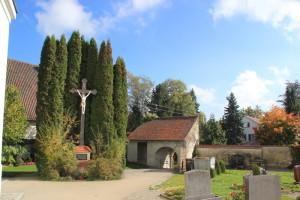 Friedhof vor der Kirche Ummendorf