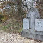 Gedenkstein beim Schloss Warthausen