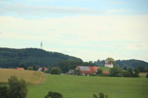 Sendemast und Kapelle Volkertshaus
