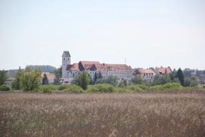 Stiftskirche vom Federsee gesehn
