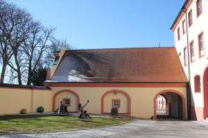 06-Hintergebäude-Schloss-Altshausen