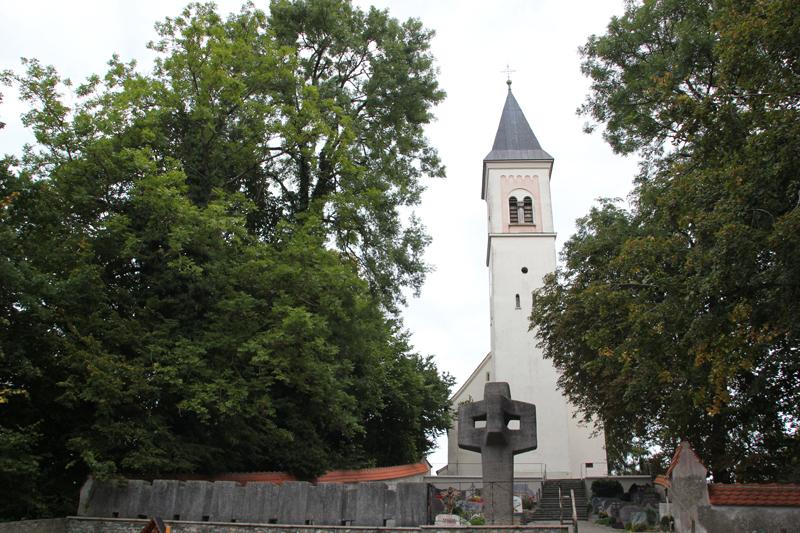 Friedhof hinter Kirche Alttann
