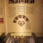 Exponate und Infotafel Keltenmuseum Hundersingen