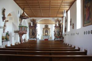 Innenraum-Eintürnen-Berg-Kirche