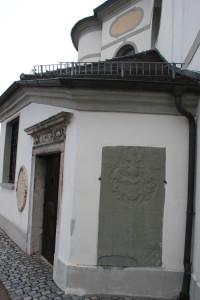 Gedenkstein Erbach Kirche Eingang