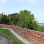 Sicht Mauer um Kirche Schlossberg Erbach