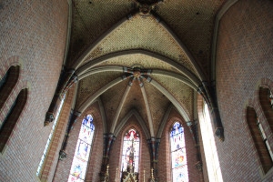 Kreuzgewölbe-Apsis-Kirche-Aßmannshardt