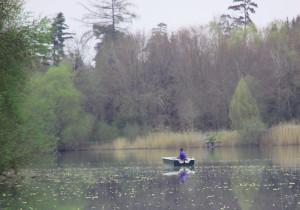 Angler auf dem Baggersee Moellenbronn