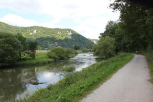 19 Donau-Radweg und Donau
