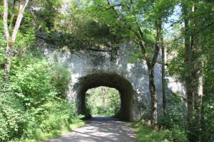 4 Radweg durch Fels