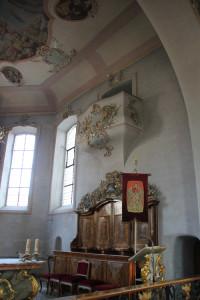 Chor und Galerie Kirche Hasenweiler