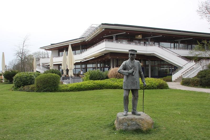 Graf Zeppelin Haus Statue