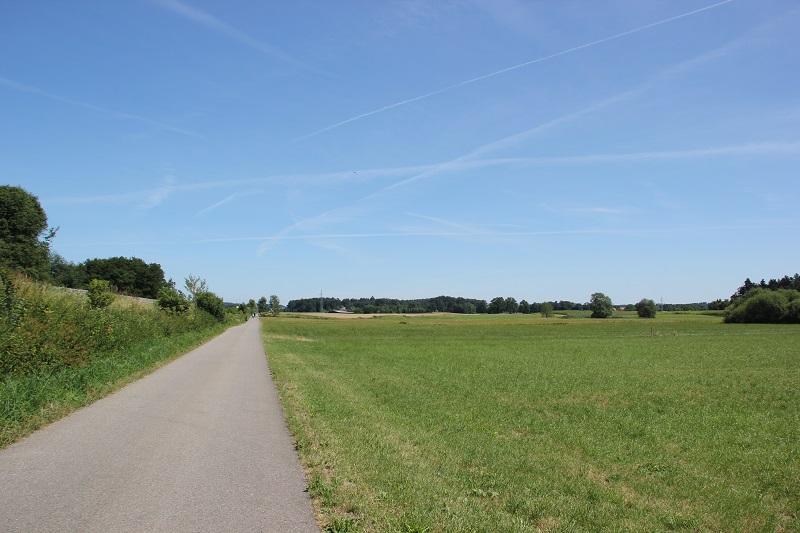 Bahndamm entlang Schussen-Radweg