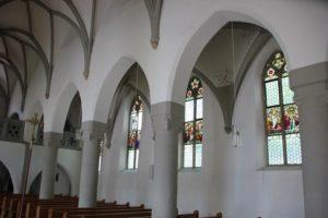 Gotische Fenster und Boegen Kirche Koenigseggwald