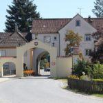 Toreinfahrt Kloster Rot und Pension