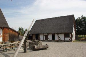 Hof der Bachritterburg Kanzach