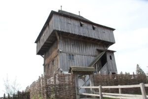 Holzturm Bachritterburg Kanzach