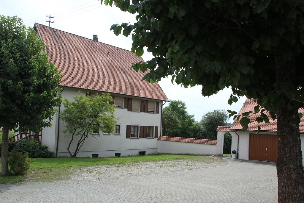 Schlossplatz Goeffingen