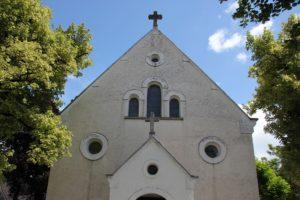 Romanische Front der Kirche Zussdorf
