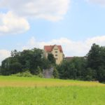 Schoss Gutenstein in Landschaft