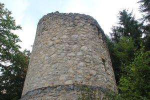 Wachturm von nahem Burgruine Hausen im Tal