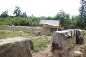 Obstgarten mit Mauerwerk