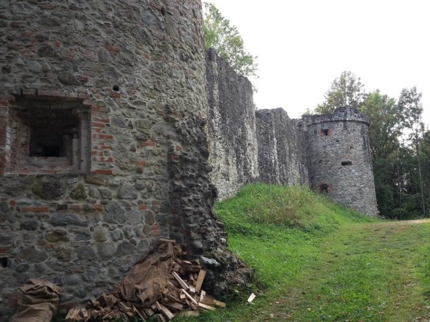 Burgtuerme Burgruine Ratzenried