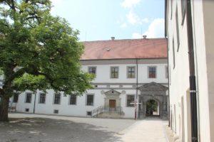 Hofeinfahrt Schloss Messkirch
