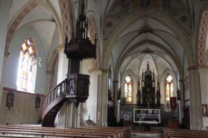 Neogotische Altar und Kanzel Kirche St Martin Erolzheim